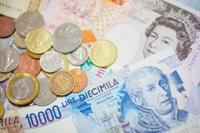外国債券インデックスeとは?分配金や手数料、実質コストの評価、他外国(先進国)債券ファンドとの比較も