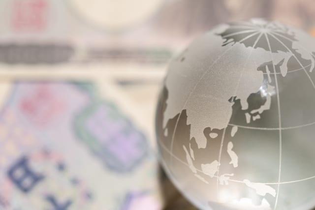 野村インデックスファンド・外国株式(為替ヘッジあり)とは?分配金や手数料、実質コストの評価、他先進国株ファンドとの比較も
