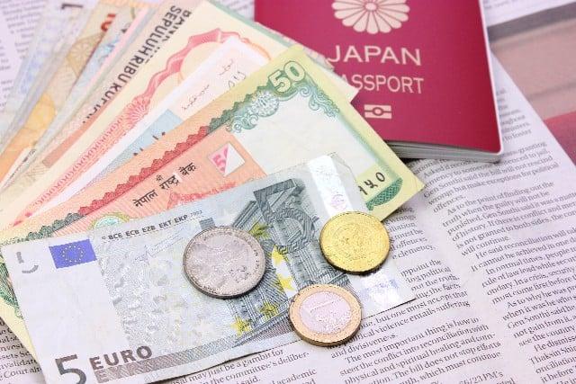 たわらノーロード先進国債券(為替ヘッジあり)とは?分配金や手数料、実質コストの評価、他外国(先進国)債券ファンドとの比較も