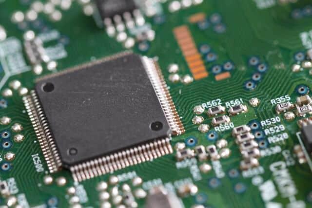 インテル(INTC)の株価・配当利回りは?業績など解説