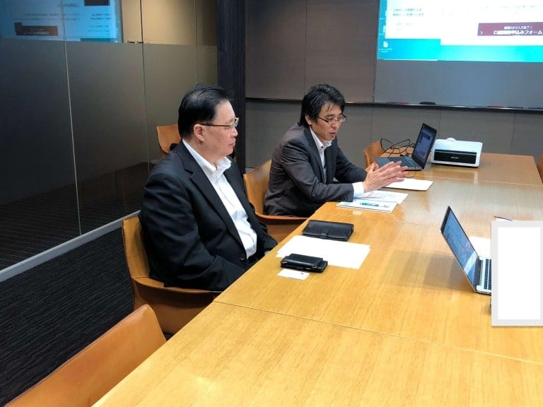 岡三オンライン証券でのインタビューの様子|様々な質問にご回答頂きありがとうございます